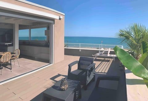 Beach Front Penthouse, with fantastic sea view