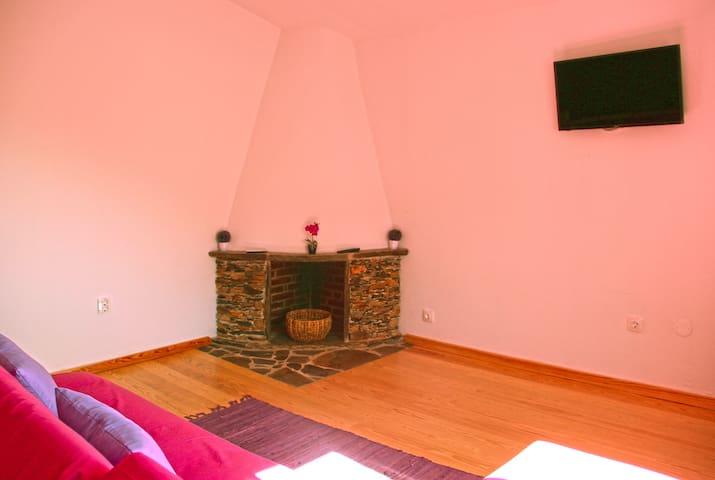 Casas dos Carregais - Casa da Ameixeira