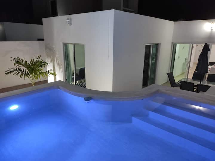 Bonita casa en privada con piscina