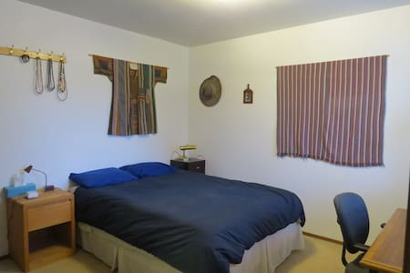 Quiet room near downtown Kirkland - Kirkland - Maison