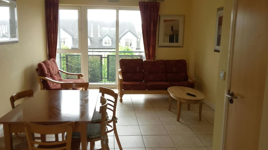 Ideally located 4 bedroom apartment with Wi-Fi etc