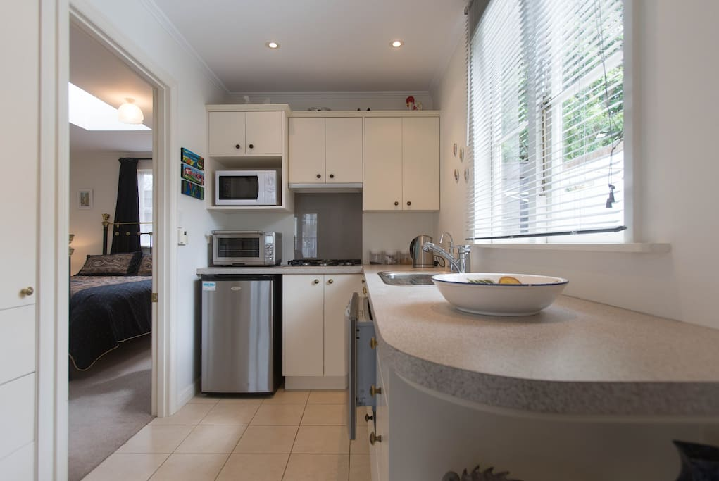 Fully equipped kitchen with fridge, microwave, oven, gas hob & dishwasher & underfloor heating