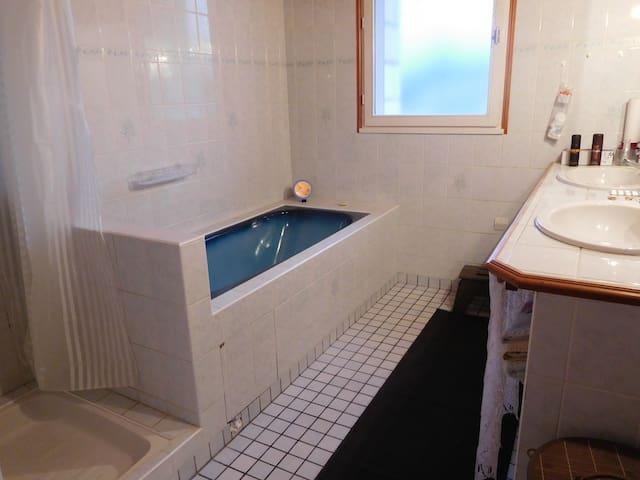 salle de bain en partage