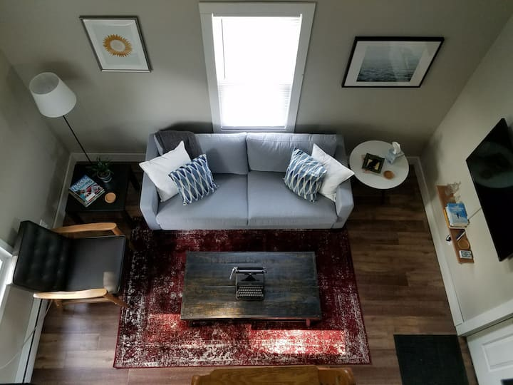 Studio with sleeping loft in NE Mpls Art district