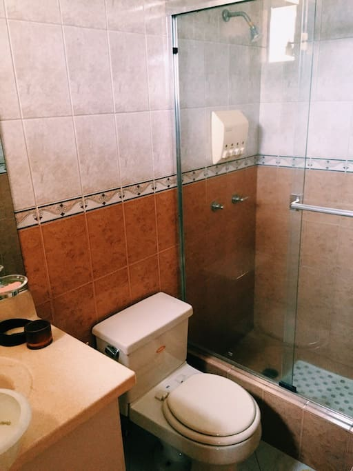 Baño dentro de habitación
