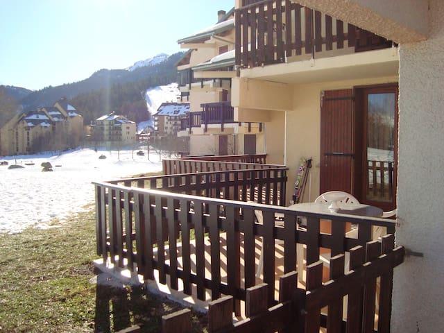 AX TROIS DOMAINES: appartement en station de ski - Ax-les-Thermes - Apto. en complejo residencial
