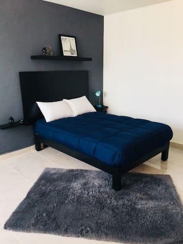 Nueva y moderna habitación amplia con baño privado