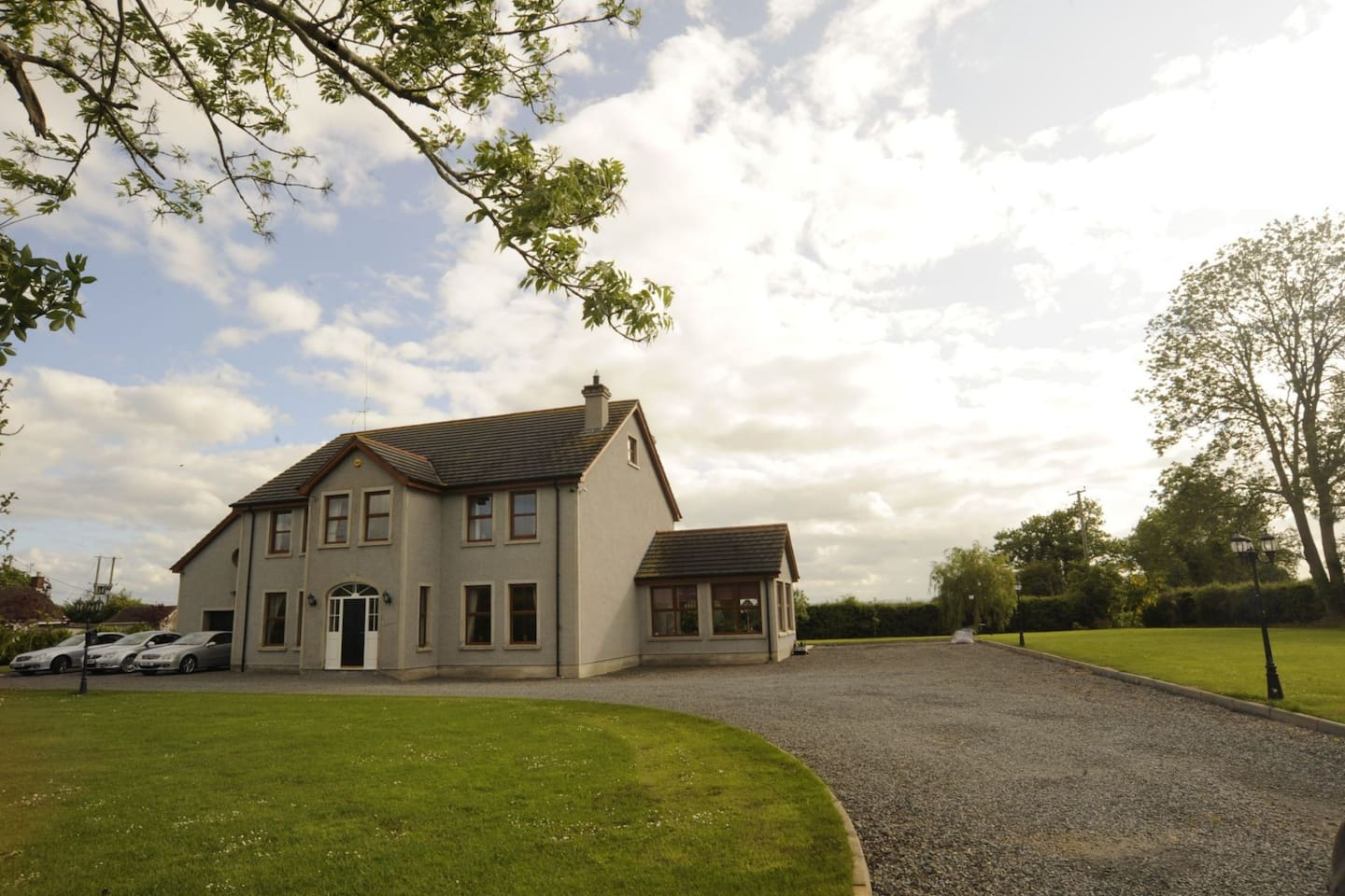 """Knockalla"" is a luxury, spacious newly built 4 bedroom house, located a few miles outside Portadown and Lurgan close to Motorway (M1) Junctions and 10 minutes from the Banbridge Junction of the A1,"