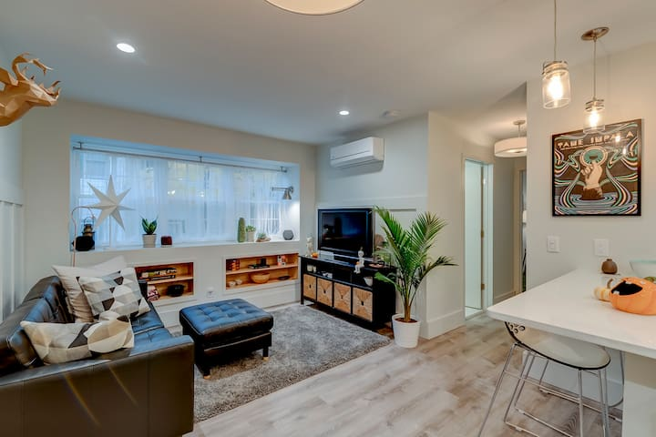 Beautifully Renovated Apt Minutes from Downtown!