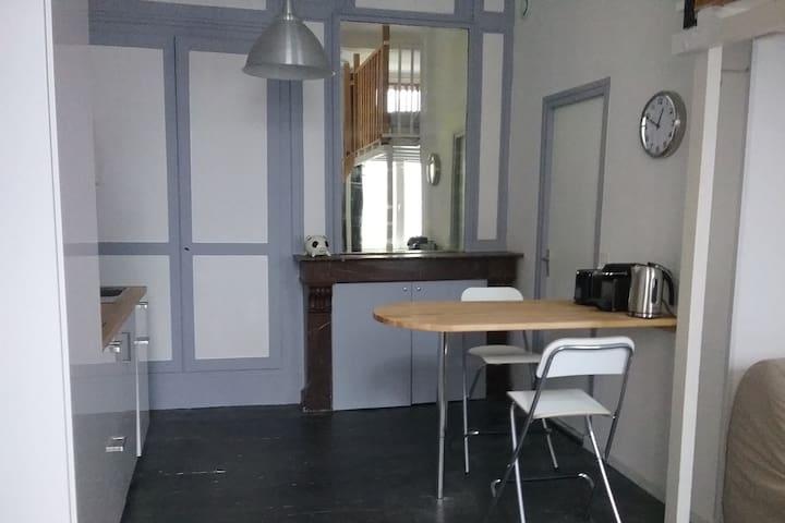 Studio 27m2 + mezzanine // Vieux Lille centre - Lille - Appartement