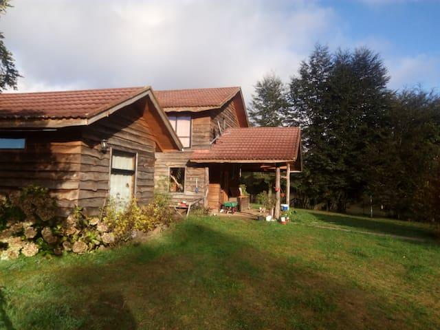 Casa de campo sobre el Lago Calafquén