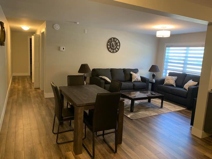 Luxurious 2 Bedroom Apartment - Mitchell Complex