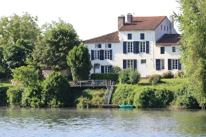 Les Tabacs luxurious riverside gîte - Clairac - Villa