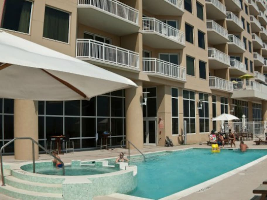 Gateway Grand - Outdoor Pool