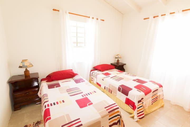 Tranquil 2 Bedroom Apt Near The Beach, Sleeps 1-4