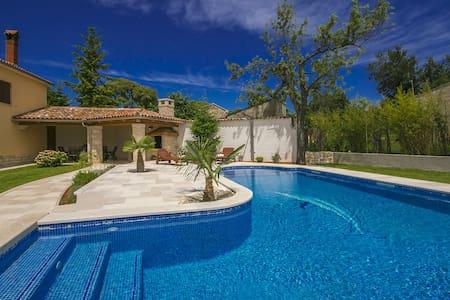 Restored Istrian Villa Rosanda with Pool - Žminj - Villa