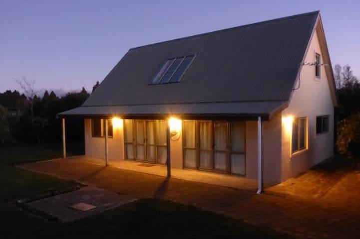 Blue Carrot Chalet: Warm, Modern & Spacious - Rangataua - Apartament