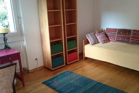 Zentral, ruhig und schöne Aussicht - Zugo - Appartamento