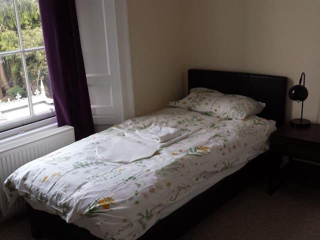 Single room-Comfort-Ensuite-Garden View