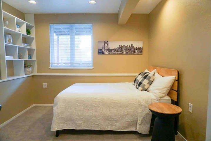 Cozy and clean room. Close to BART, Muni