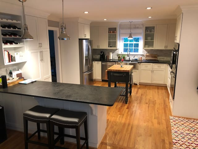 Comfy and Cozy Home, 8min from DT