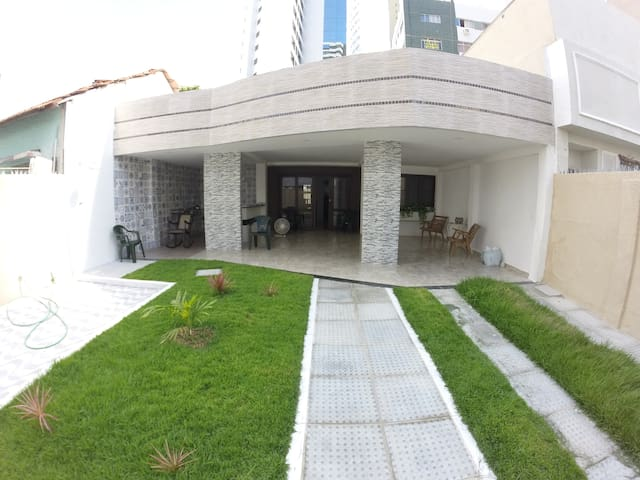 Bedroom's 1 minute from the beach - Recife - House