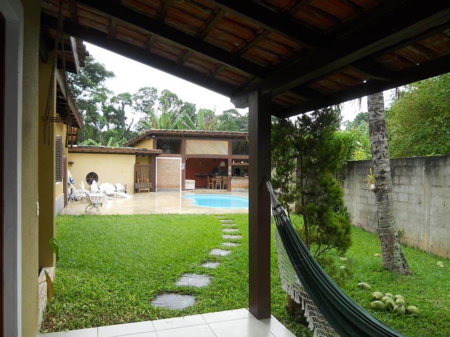 Vista da Varanda para piscina, jardim e área Gourmet