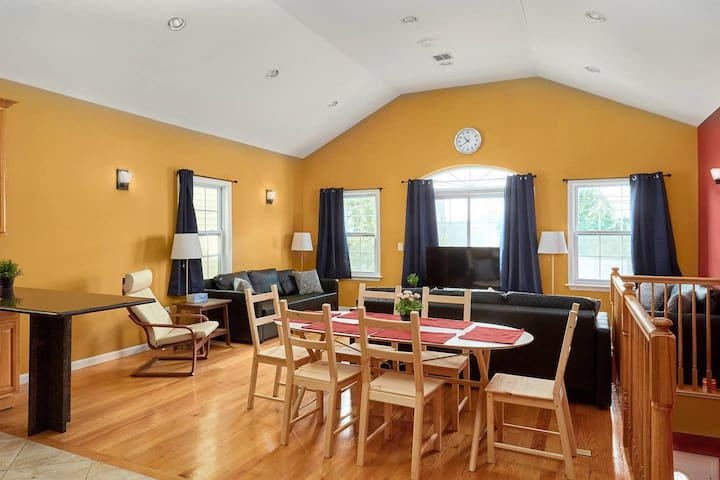 Bright, Spacious House!
