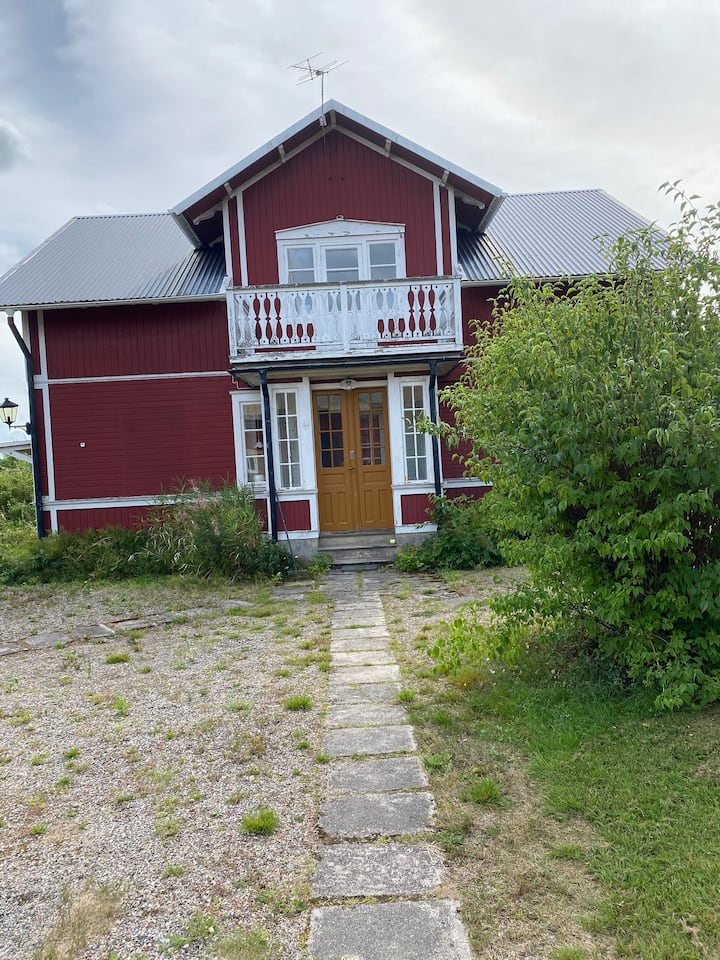 Lantligt trevligt hus/gård för stora sällskap!