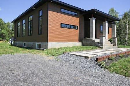 Maison moderne et lumineuse dans la nature - Shawinigan