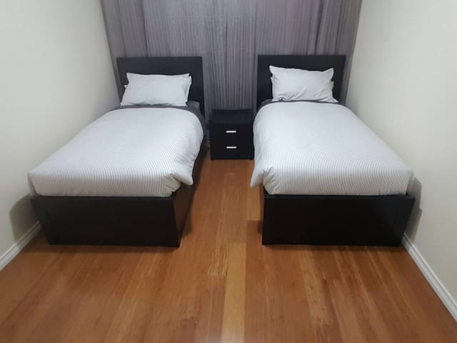 Twin Beds Room Near CBD & Airport