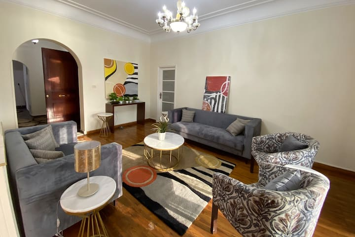 Beautiful Eclectic Spacious 4 bdrm - Nile View
