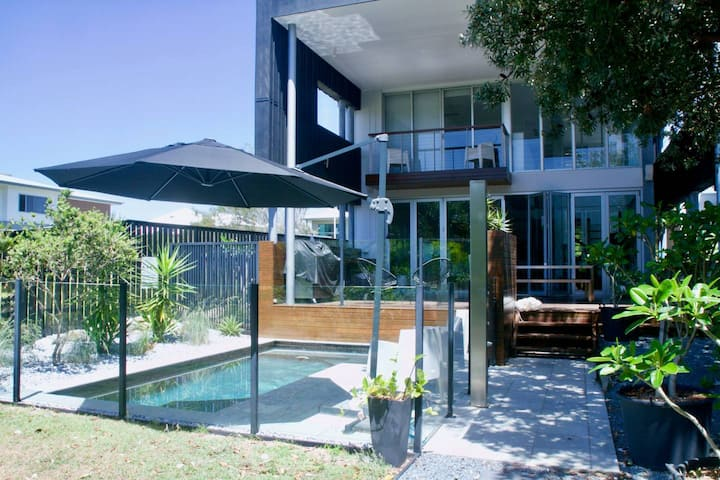 Casuarina Beachfront - Direct Access To The Beach!