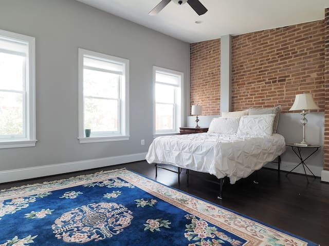 Pvt. room/bath, kitchenette & roof! - Baltimore - Dom