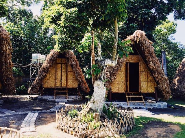 Bamboo Teepee Huts (Viento de Mar)
