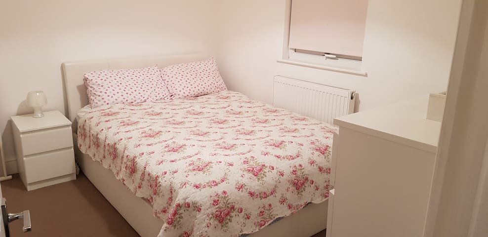 Double room in the heart of Wimbledon...