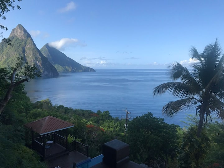 Luxury St Lucia Villa infinity pool & piton views