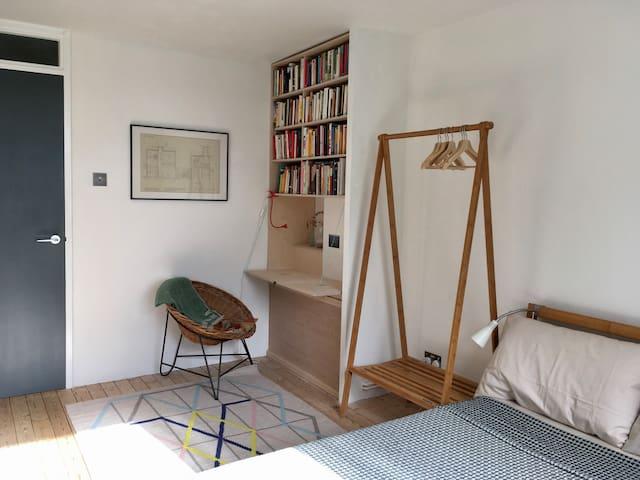 Sunny room in lovely flat