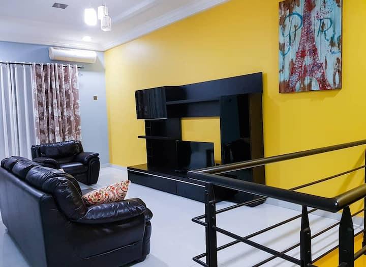 Luxury 3 Bedroom Ensuite House Located in Comm. 18