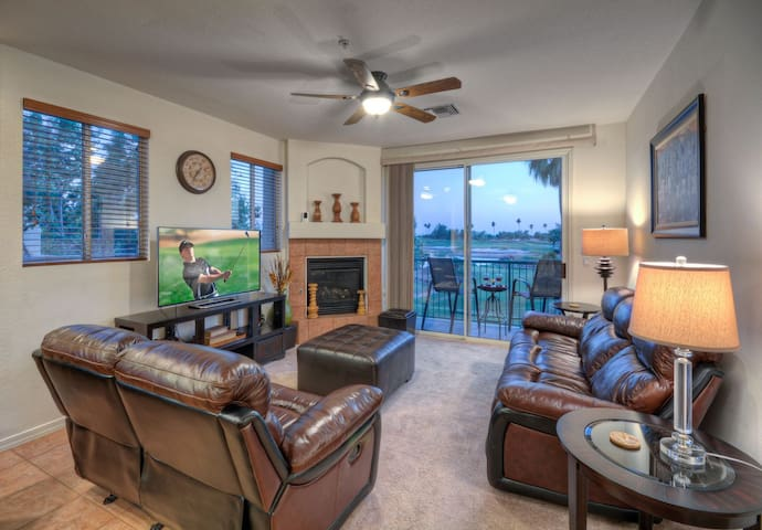 Balcony with A+ GOLF Views; Walk to Restaurants & Mall;