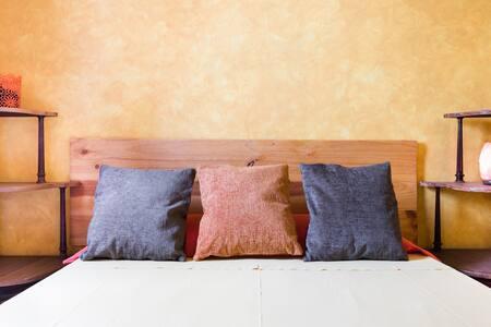Singular y luminoso apartamento rústico en el corazón de La Latina