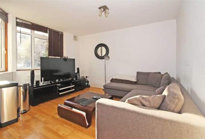 Amazing 2 bed with great transport links in Zone 2