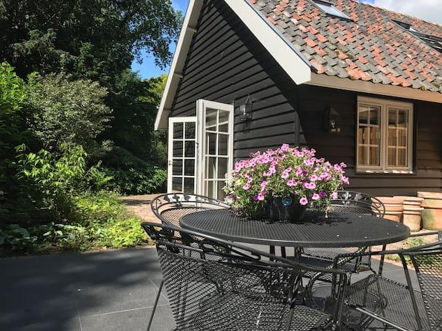 Guesthouse 'Hut van Mie' Laren