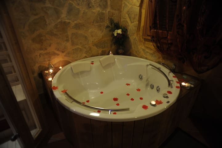 Casa con Spa privado- Suite Love Spa el Alamo - Monasterio - House