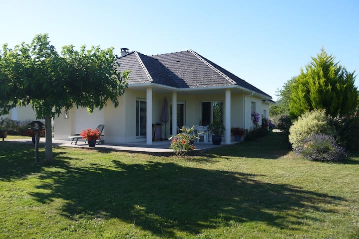 Maison arborée proche Beaulieu sur dordogne - Nonards - Rumah