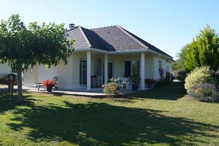 Maison arborée proche Beaulieu sur dordogne - Nonards