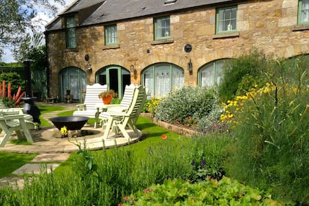 Stunning barn conversion with king bed & en-suite - Fife - Hus