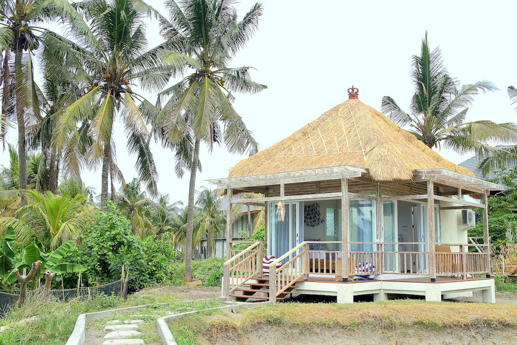 Paradise Found: Paradise Found Eco-Bungalow : Suitable for 2 adults. Promo Price : 15 April - 15 May 2016, ONLY IDR. 650K per night including breakfast.