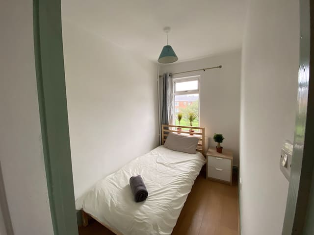4. Airy Single Bedroom in Oxford-10 mins to Centre