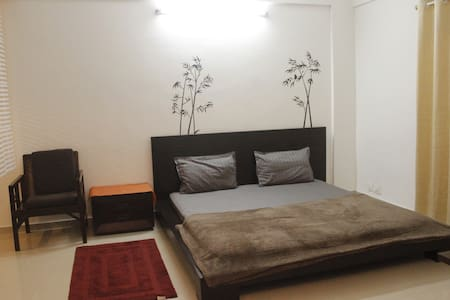 2 SPACIOUS ROOMS+ Open kitchen+ Wi-Fi+ Security